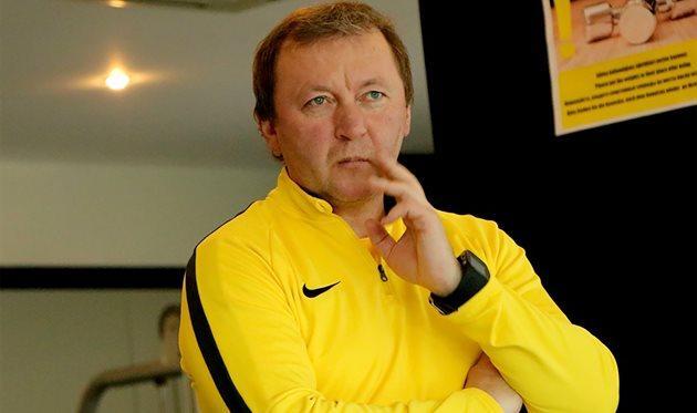 Владимир Шаран призывает своих подопечных проявить лучшие качество в игре с Шахтером/ football.ua
