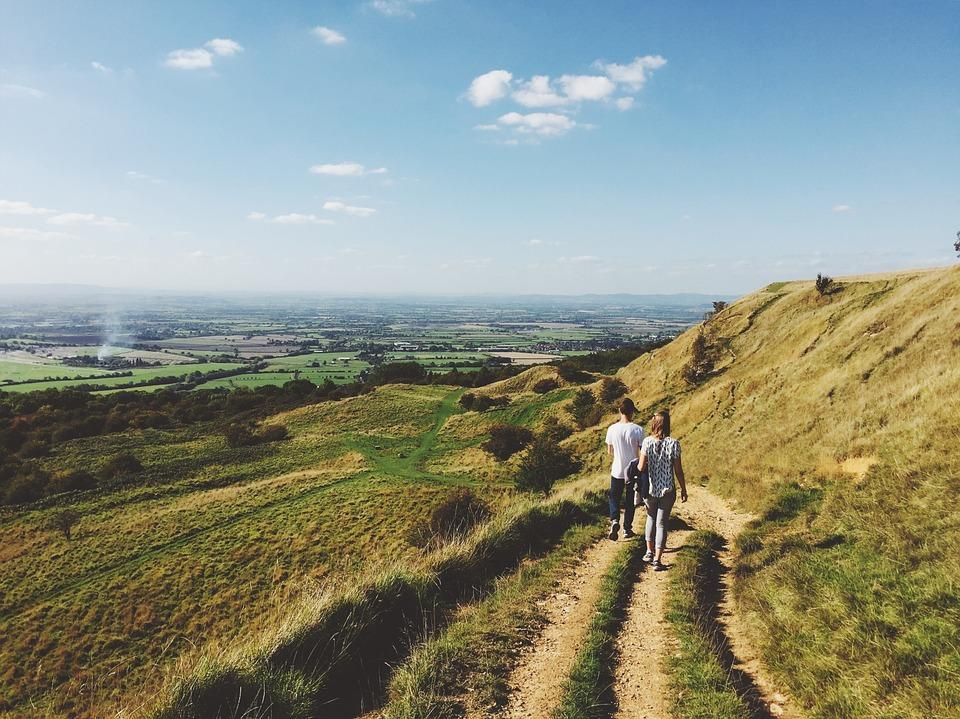 Быстрые прогулки один или два раза в неделю снижают риск смерти от сердечного приступа / фото pixabay.com