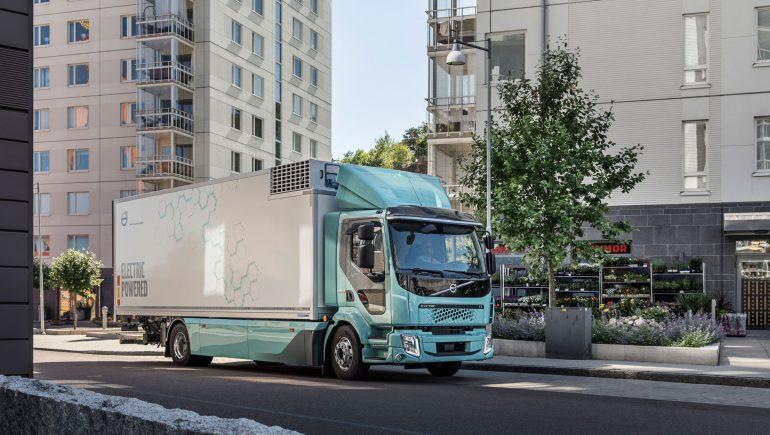 Первые электрогрузовики Volvo появятся на дорогах Швеции / фото volvotrucks.com