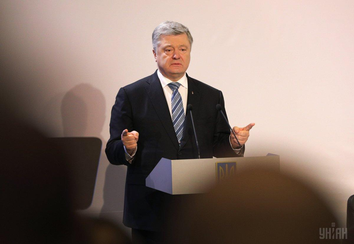 Порошенко отметил, что Украина никогда не забудет подвиг добровольцев / фото УНИАН