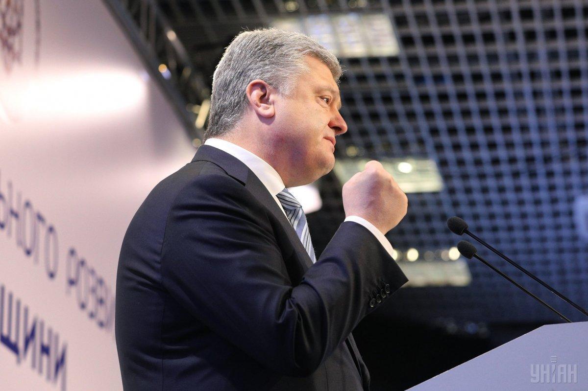Президент также поблагодарил Меджлискрымскотатарского народа / фото УНИАН