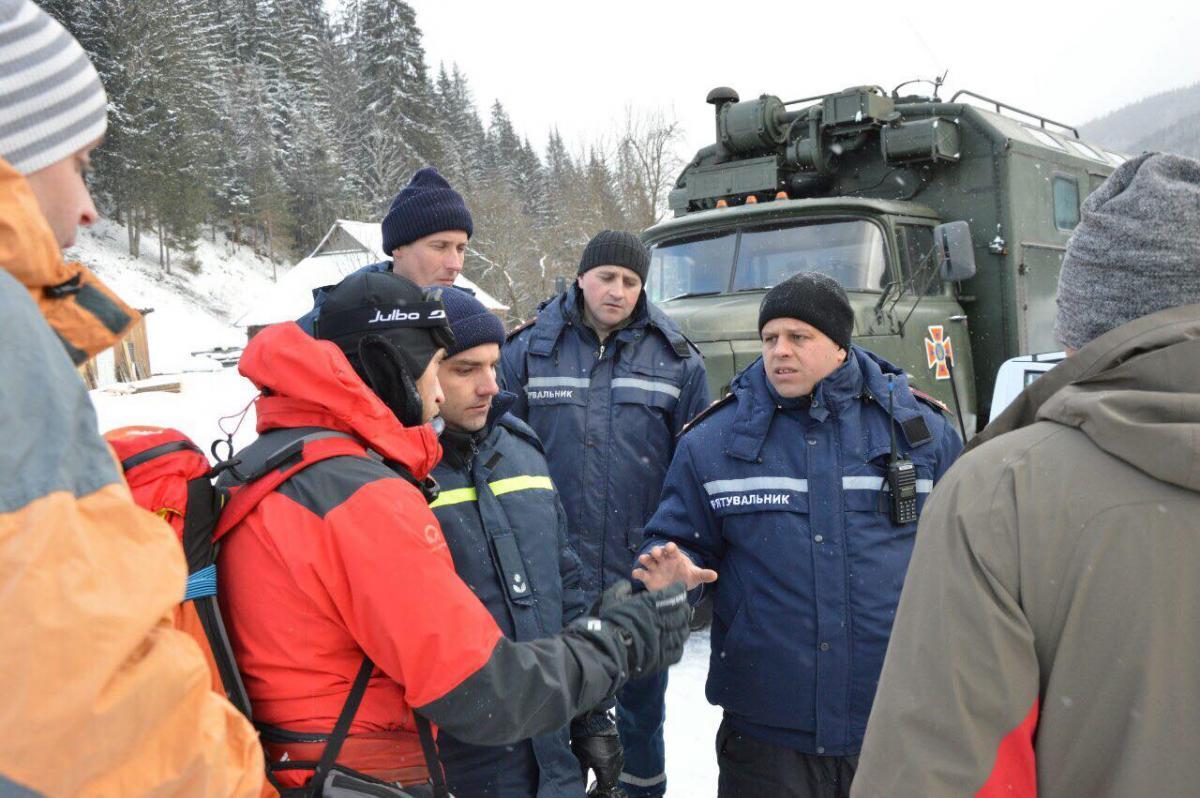 На Прикарпатье продолжают спасательные работы в горах / Управления ГСЧС Украины в Ивано-Франковской области