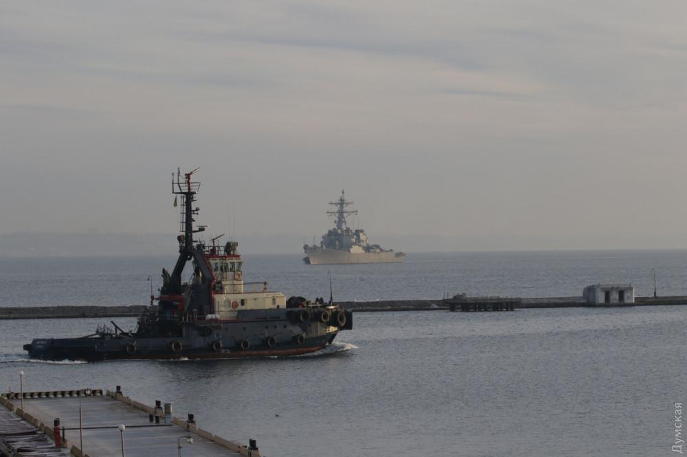"""Ракетный эсминец ВМС США """"Дональд Кук"""" в порту Одессы / фото Думская"""