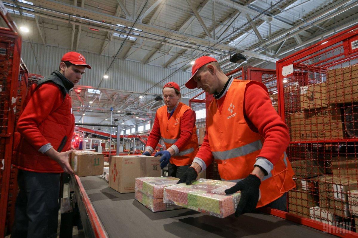 За день клиенты «Новой почты» заказывают около 2,6 тонны товаров с AliExpress / фото УНИАН