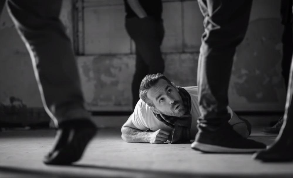 Райан Рейнольдс готовится к роли детектива Пикачу / Скриншот — Youtube