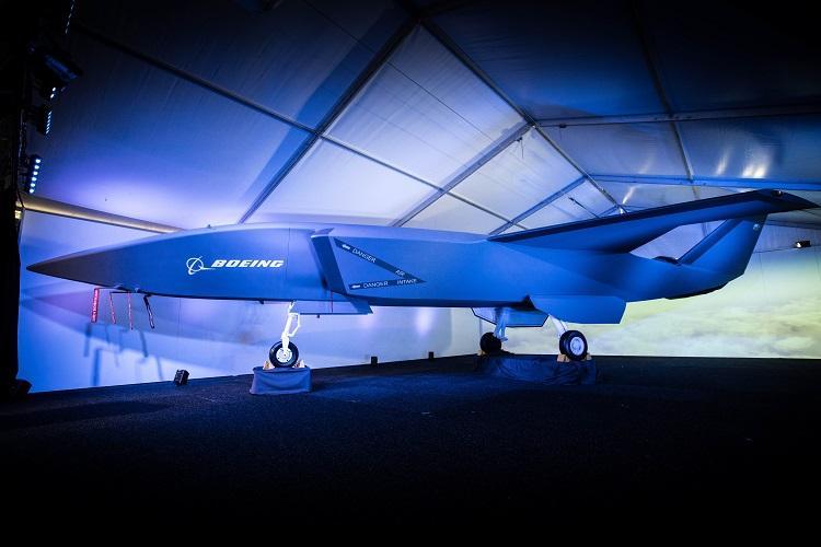 Boeing показала умный БПЛА для поддержки истребителей / Boeing