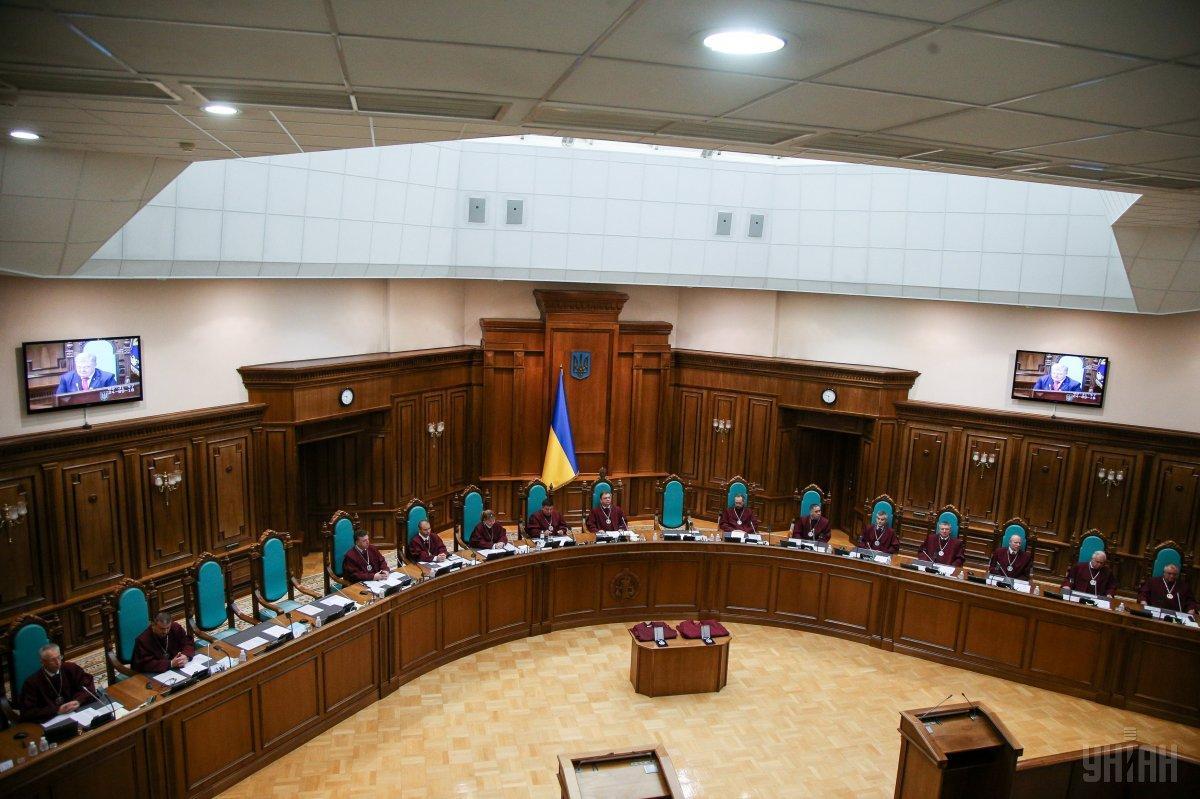 На сайте КСУ обнародовано решение о признании конституционным указа президента о роспуске парламента / фото УНИАН