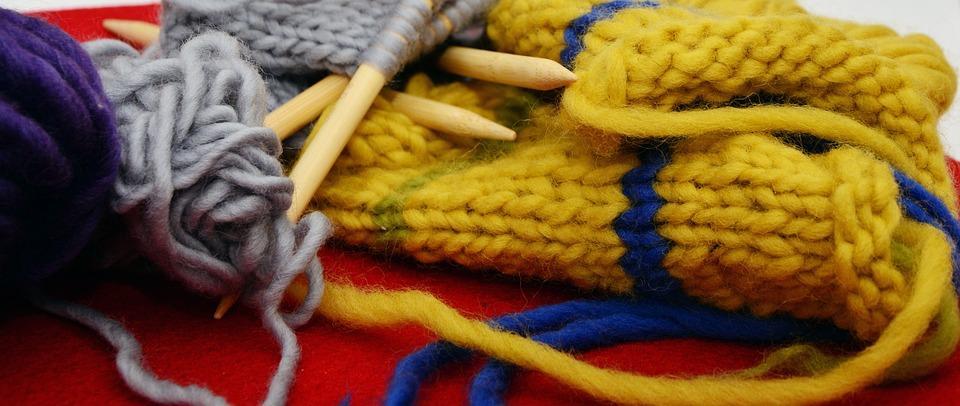 Любительницам вязания могут пригодится новые спицы и нитки / pixabay.com