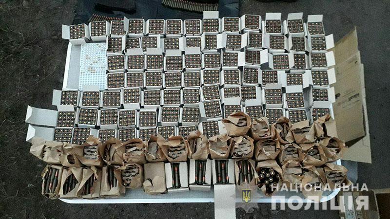 Арсенал виявили в орендованому гаражі / фото police.dn.ua