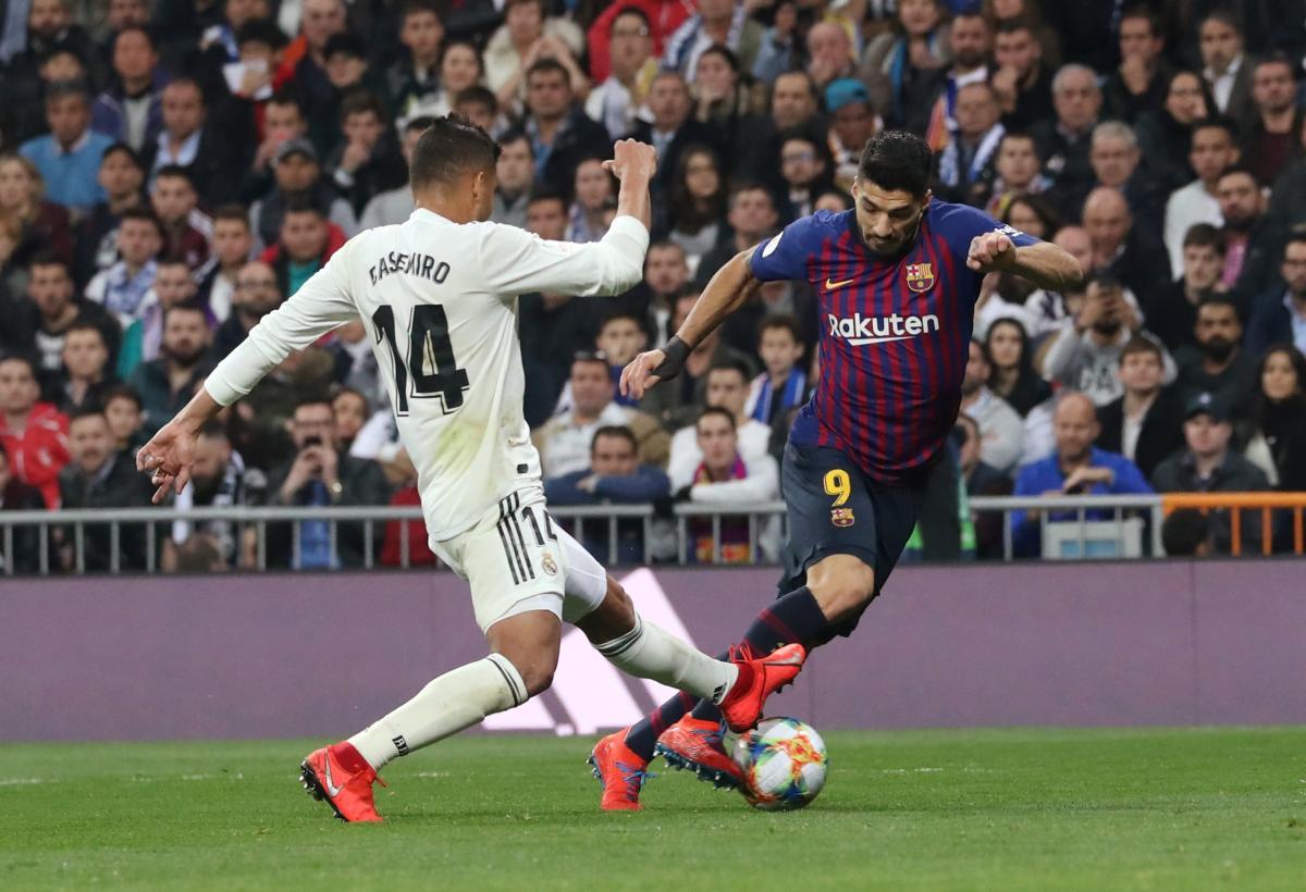 """Суарес (праворуч) зробив дубль у переможному матчі """"Барселони"""" проти Реала в Мадриді / Reuters"""