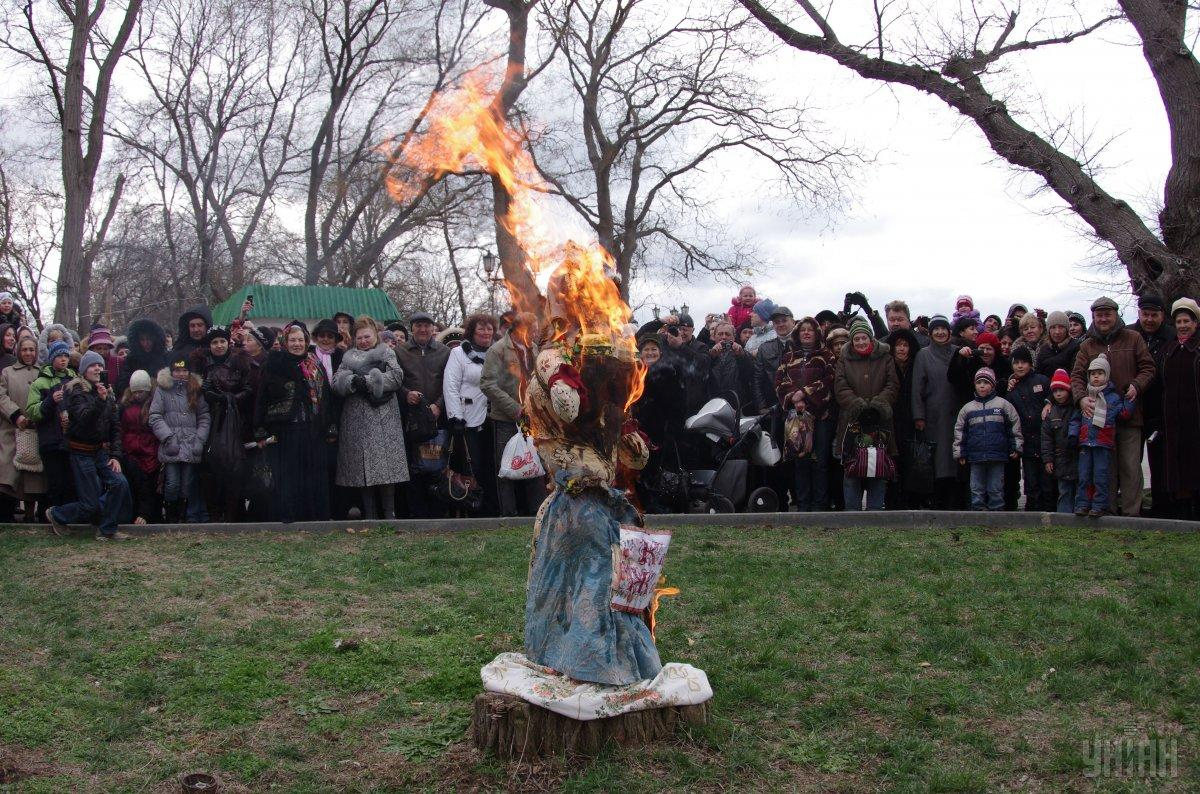 Головною народною забавою на Масляну було спалення опудала Зими / УНІАН