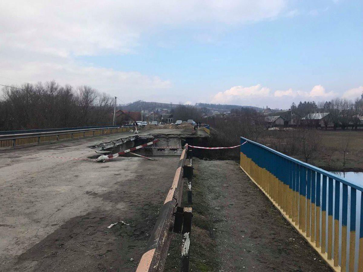 На Тернопільщині замість мосту, який обвалився, через три місяці  встановлять новий залізний міст (фото) | УНІАН