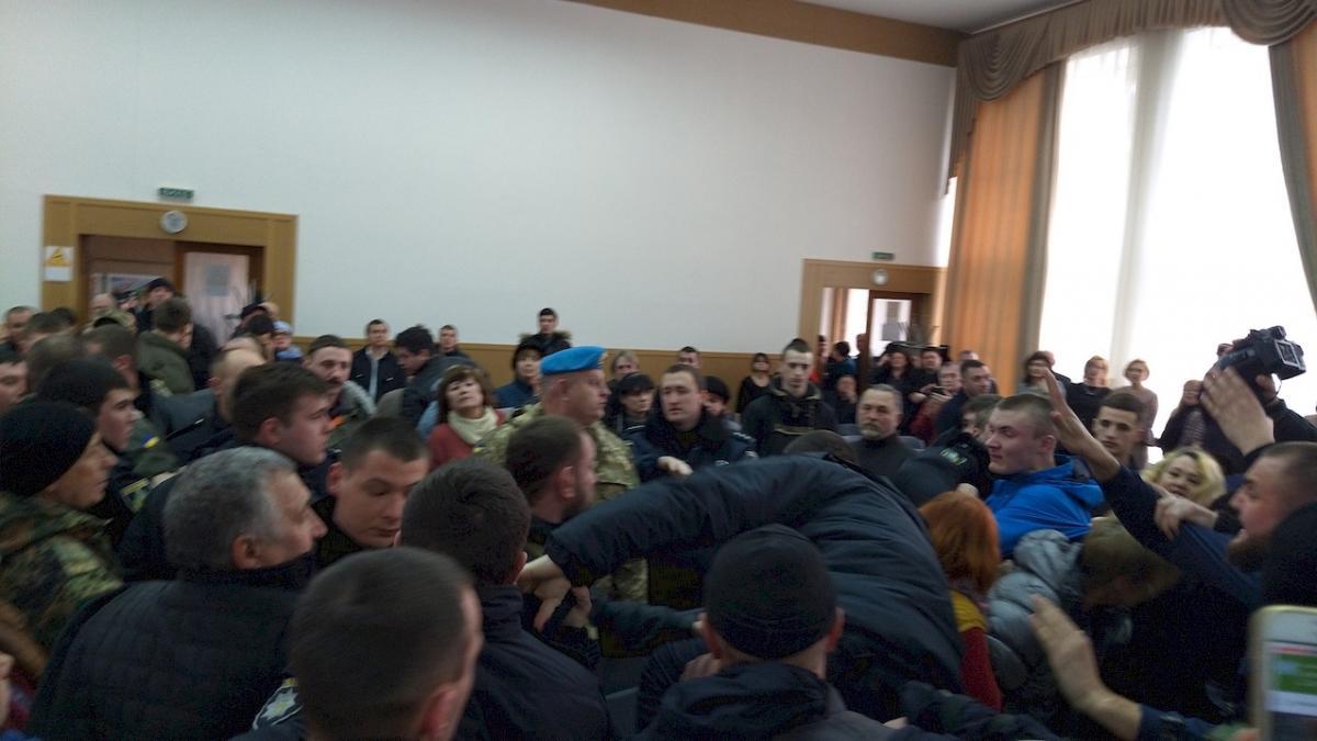 Під час сесії відбулося кілька сутичок / фото khersondaily.com