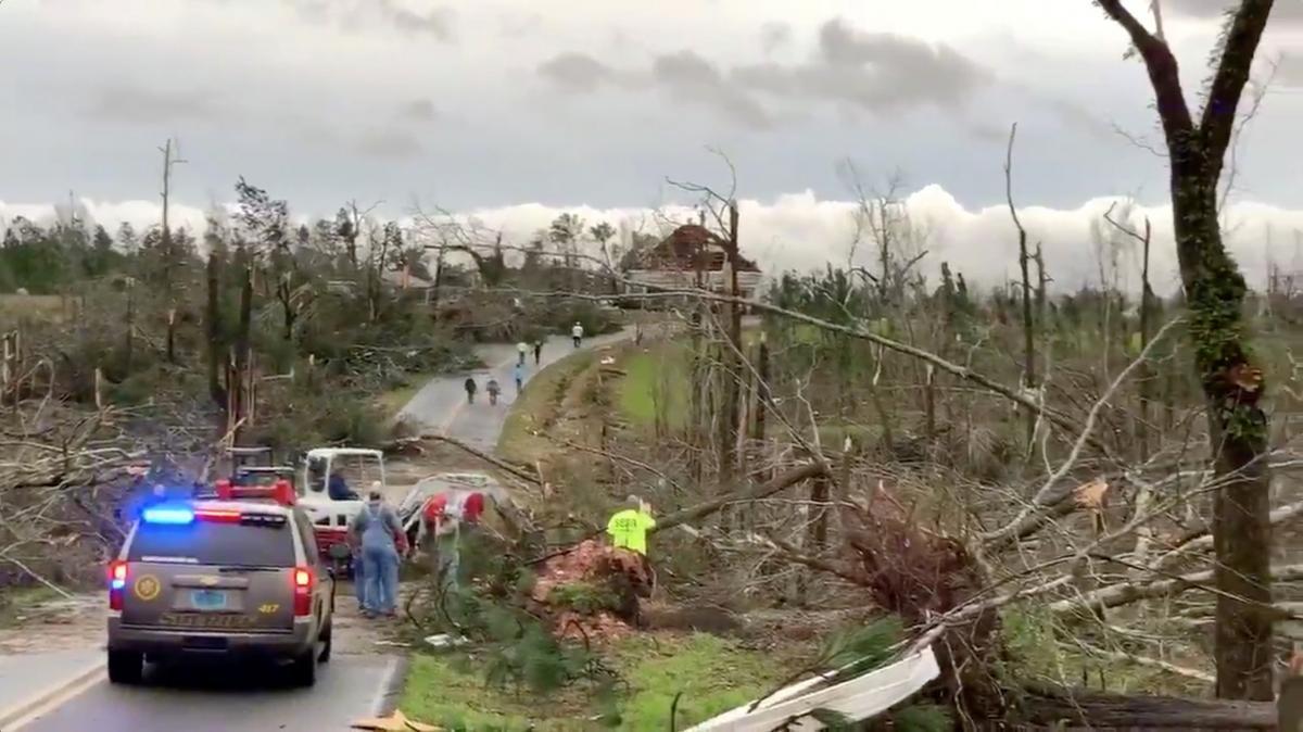 Последствия торнадо в США / REUTERS