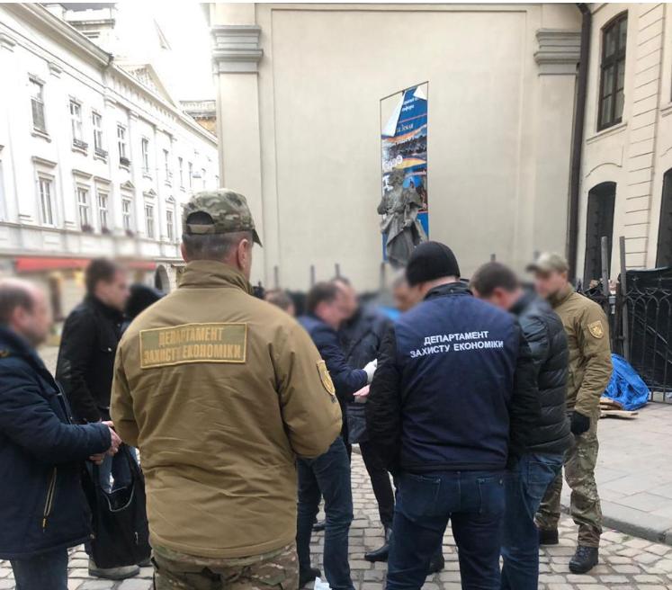 У центрі Львова затримали посадовця-хабарника / Національна поліція України