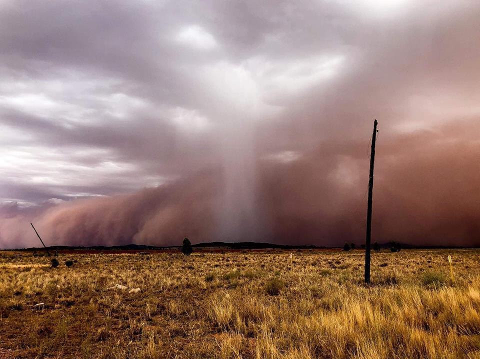 На Австралию обрушилась песчаная буря / www.facebook.com/NorthernNSWStormWatch