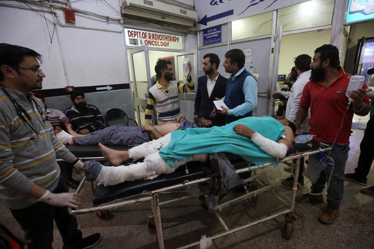 Люди начали поступать в больницы в субботу, 5 декабря \фото REUTERS