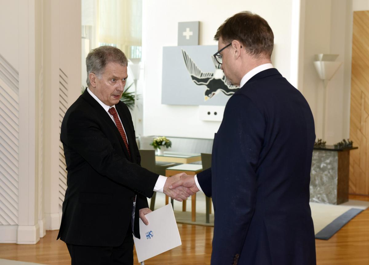 Президент ФинляндииСаули Ниинистьо и премьер-министрЮхи Сипиля /REUTERS
