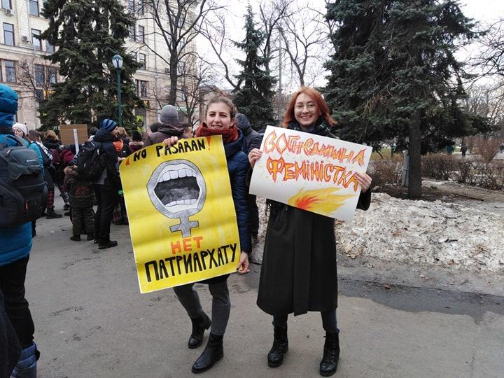 Участники марша женщин прошли по центру Харькова с разными лозунгами / фото kh.vgorode.ua