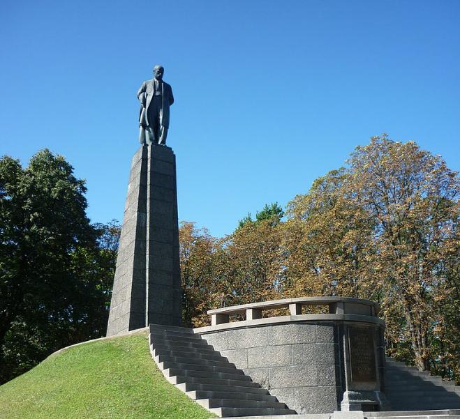 Могила Тараса Шевченко в Каневе / Wikipedia