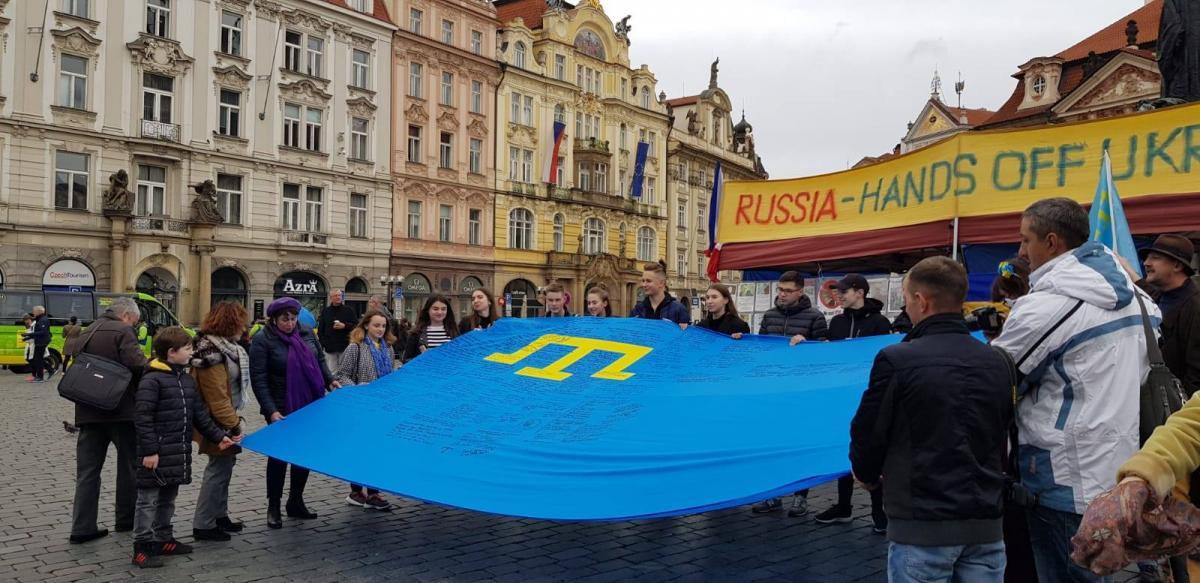 Участники мероприятия выразили поддержку крымскотатарскому народу / фото facebook.com/UkraineEmbassyinCzechia