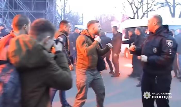 """""""Миротворец"""" записывает активистов Нацкорпуса во враги Украины / Скриншот из видео Нацполиции"""