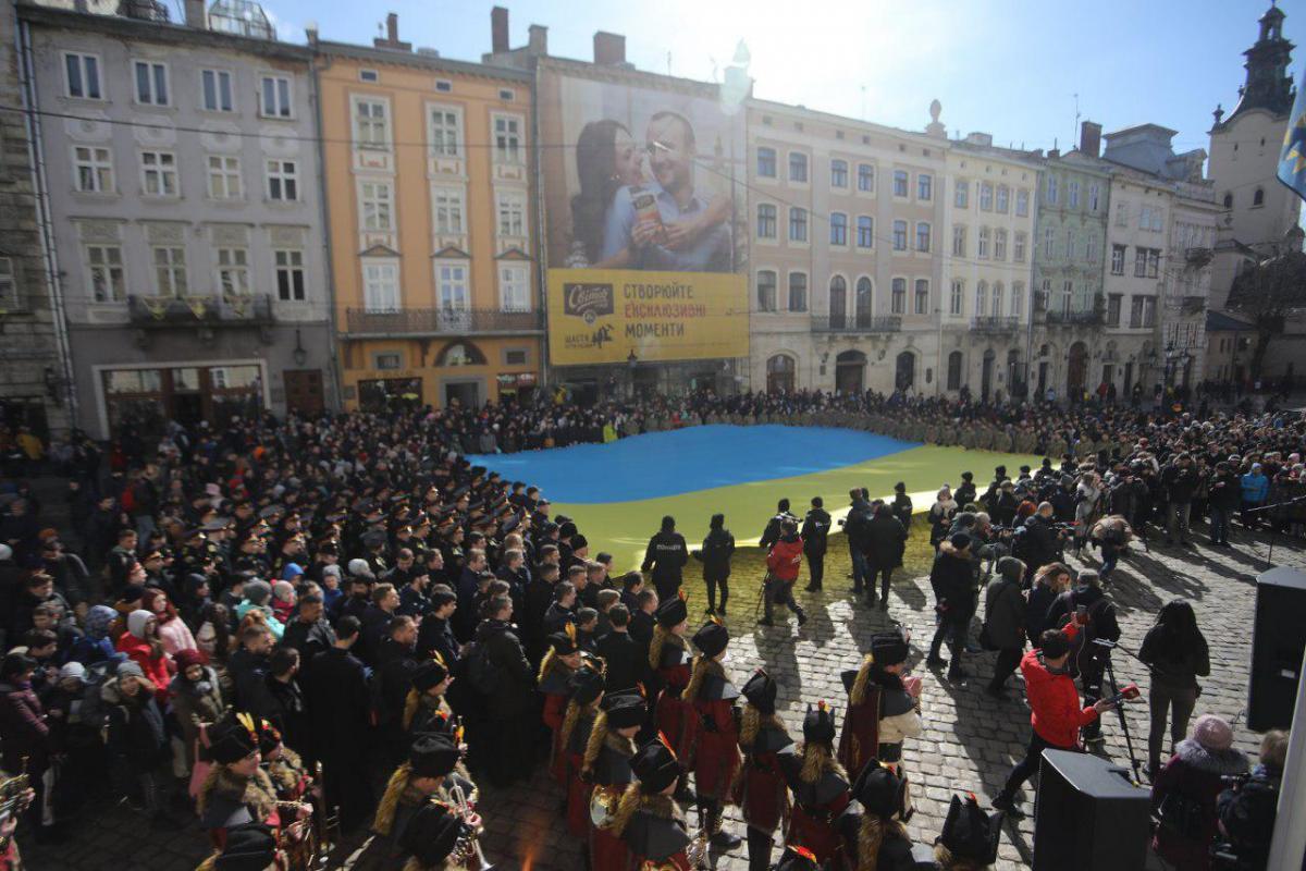 На площади Рынок собралось около полторытысячи людей \ фото пресс-службы Львовского городского совета