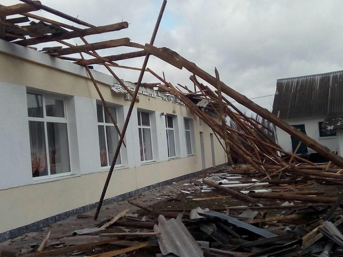 В Хмельницкой области ураган разрушил перекрытия столовой школы-интерната / фото УНИАН