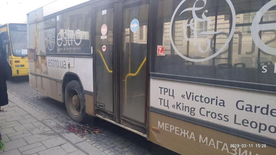 ДТП произошло на остановке общественного транспорта в центре города, на проспекте Свободы / фото ФБ/Игорь Зинкевич, депутат Львовского городского совета