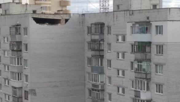 Местные жители жалуются, что кирпич из дома выпадает уже не впервые / Фото: Facebook