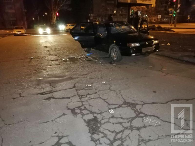 В Кривом Роге неизвестные обстреляли автомобиль такси, три человека госпитализированы / фото 1tv.kr.ua