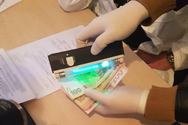 Директор морга требовал 3 тыс. грн взятки \ 057.ua