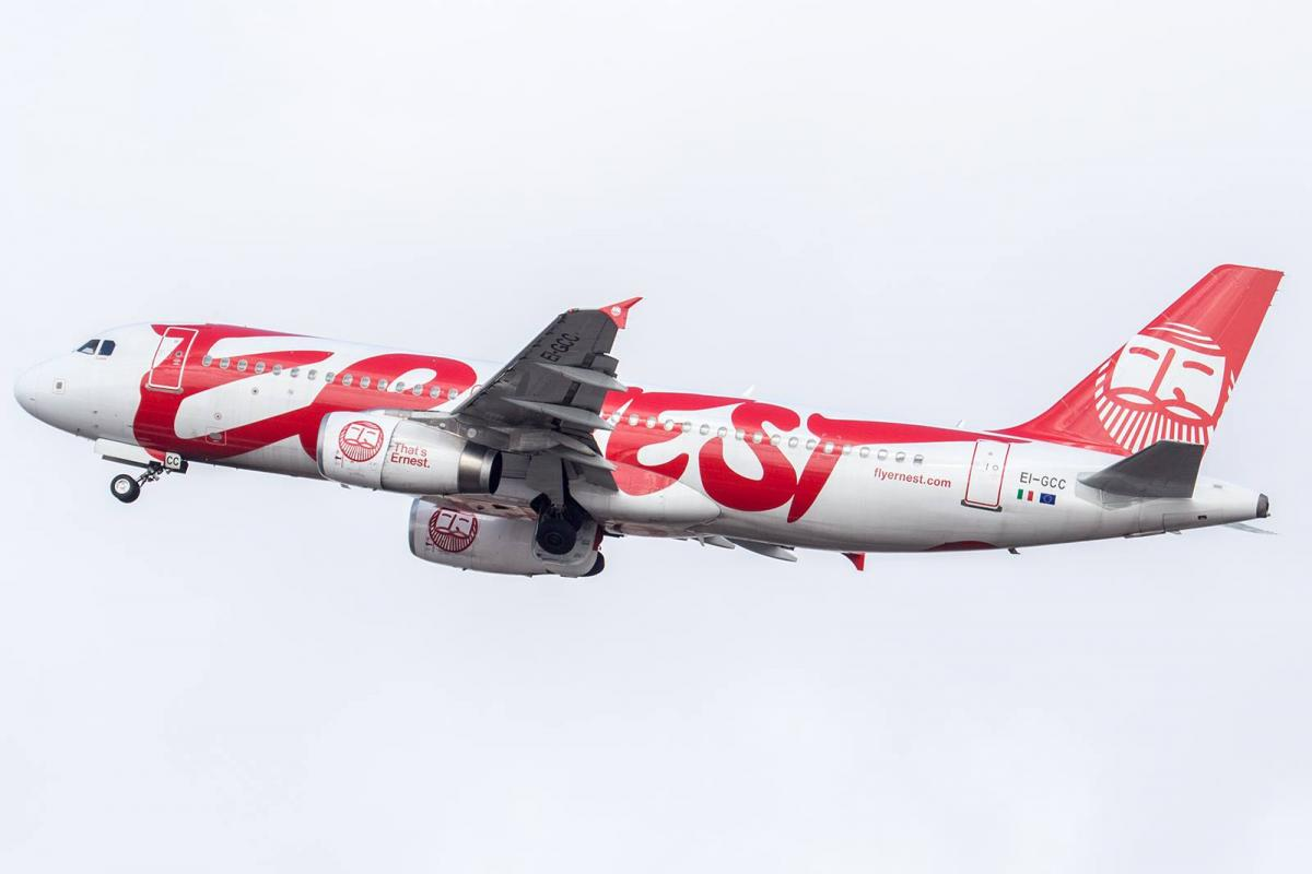 Ernest Airlines сократит частоту полетов из Харькова в Италию / фото facebook.com/hrk.aero