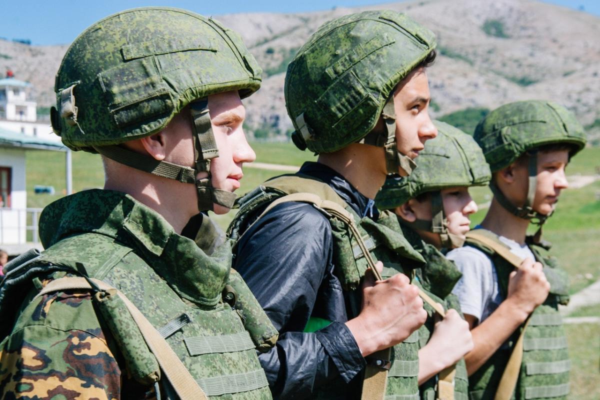 В России проблемных подростков хотят отправлять в военные лагеря / фото Юнармия Крым