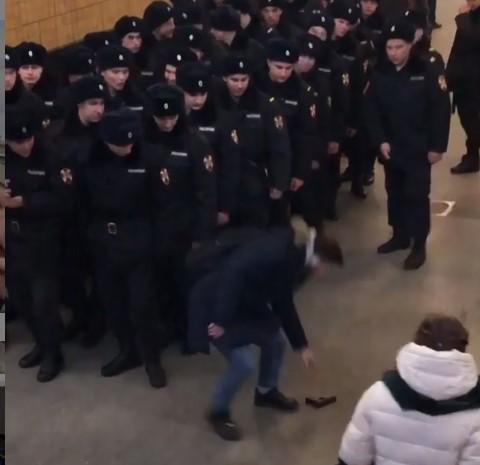 Курйозний випадок стався на одній зі станцій московського метро / скріншот