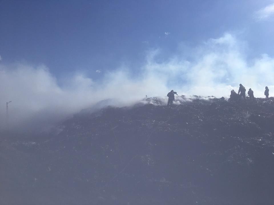 Огнеборцы ликвидировали пожар на Новояворовскойсвалке / фото ГСЧС