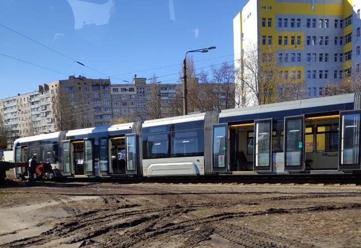 На Борщагівці швидкісний трамвай зійшов з рейок / фото dtp.kiev.ua