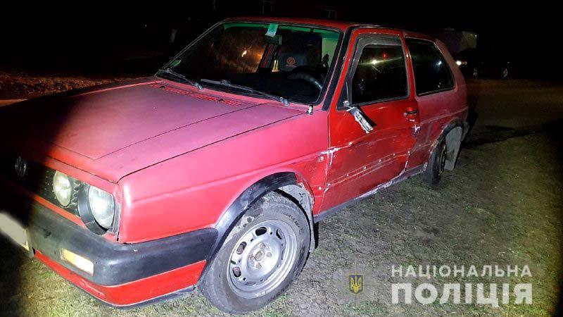 П'яний таксист на зустрічній смузі врізався вавтомобільVolkswagen Golf / фото Національна поліція