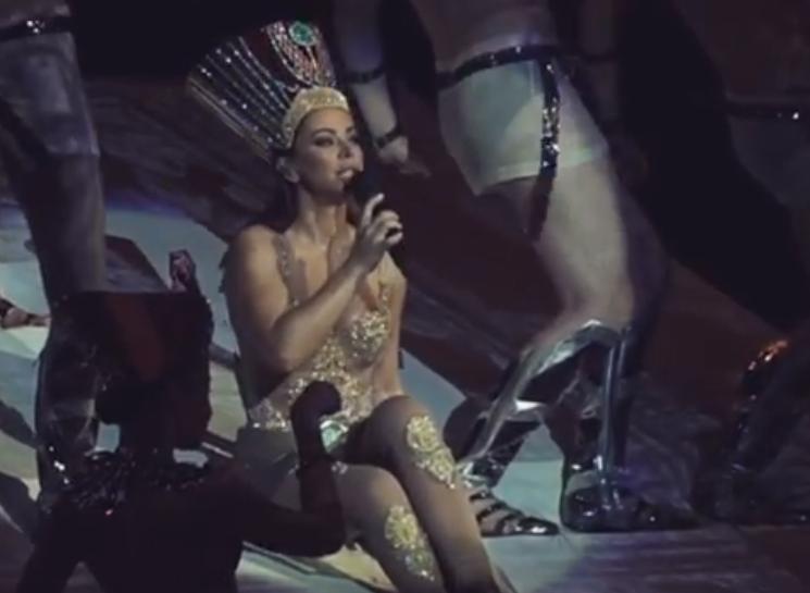 Ани Лорак нарвалась на критику в сети, одев костюм Клеопатры / скриншот