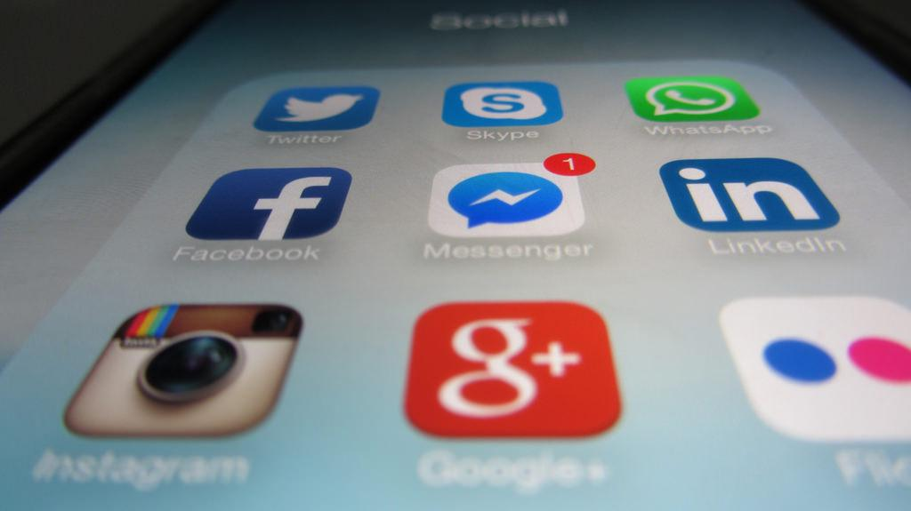 Facebook ставить обмеження на пересилку повідомлень/ фото Flickr