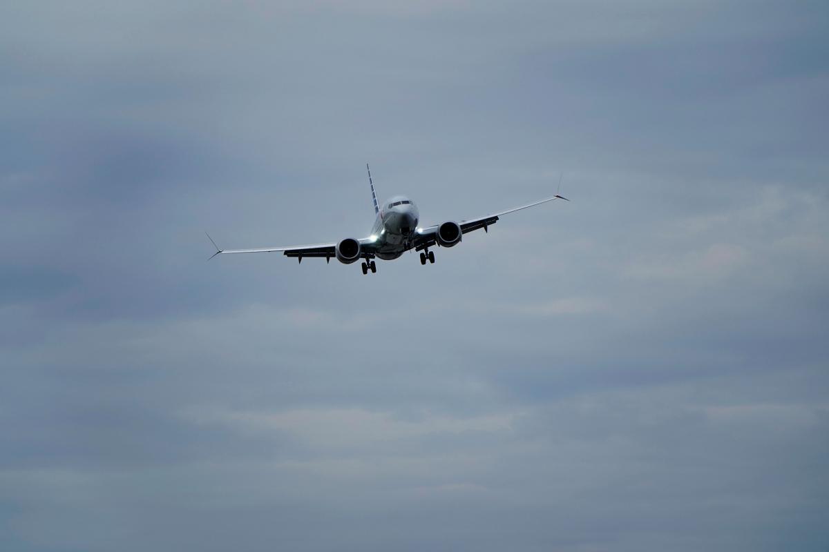 Борт приземлился в 17:02/ иллюстрация REUTERS