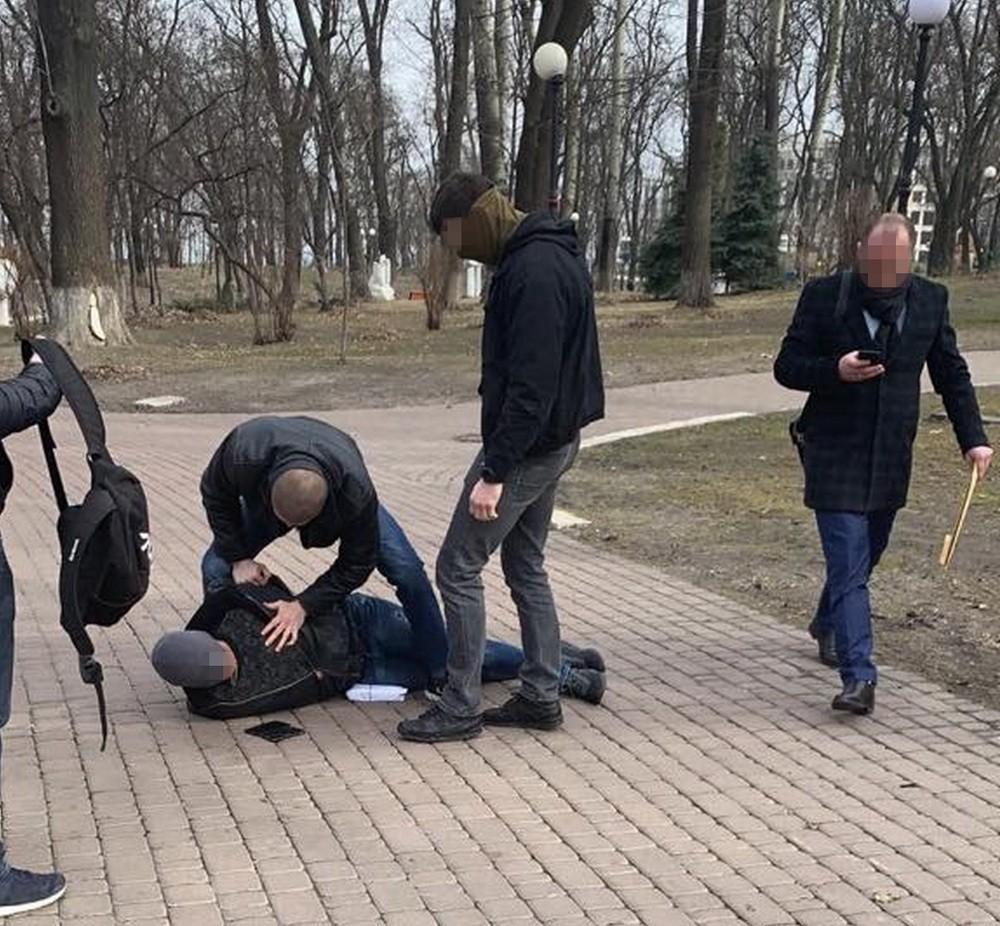 Правоохоронці затримали посередника у Києві / фото прес-служба СБУ