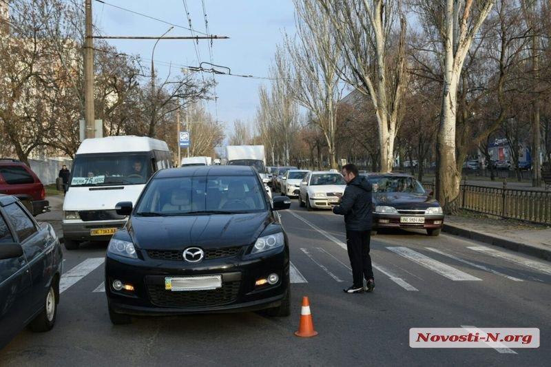 У Миколаєві іномарка збила вагітну жінку на пішохідному переході / фото Новини-N