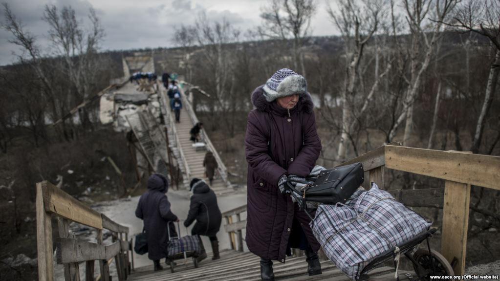 Мост в Станице Луганской был взорван в начале 2015 года / www.osce.org