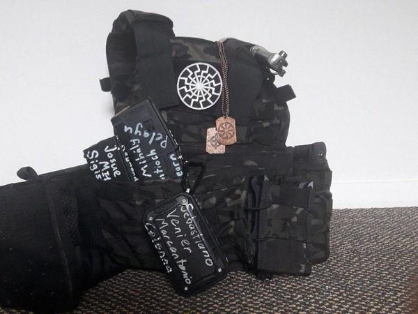 В автомобілях новозеландських неонацистів, які влаштували бійню в мечеті, знайшли вибухівку /