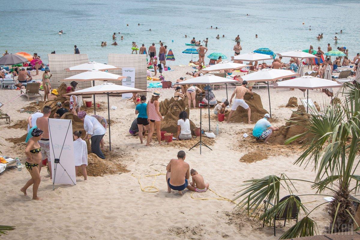 Почти все городские пляжи Одессы отдадут в аренду частным структурам / фото УНИАН