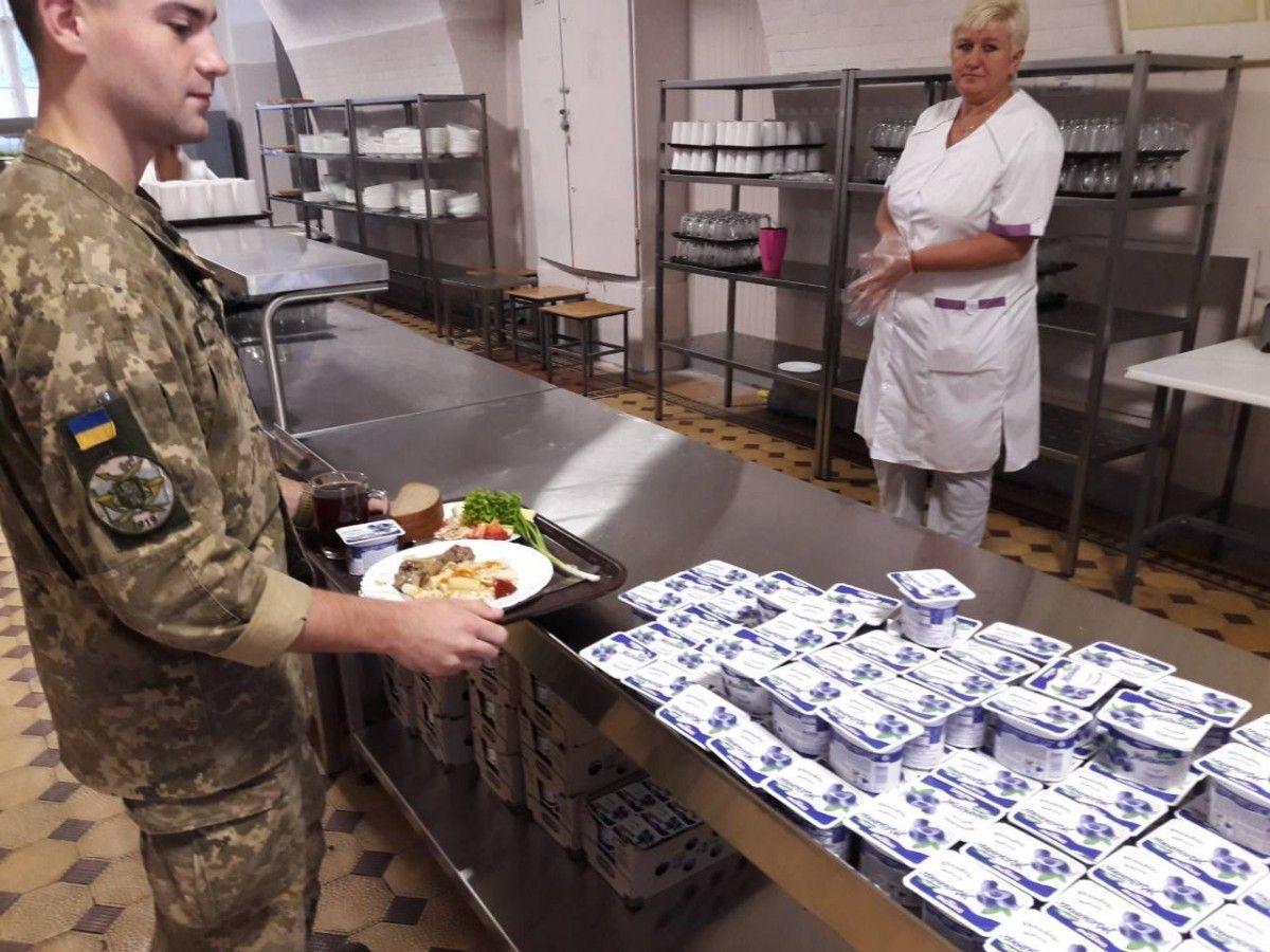 На сьогодні продовольче забезпечення за новою системою здійснюється щодо близько 60 тис. військовослужбовців / фото УНІАН