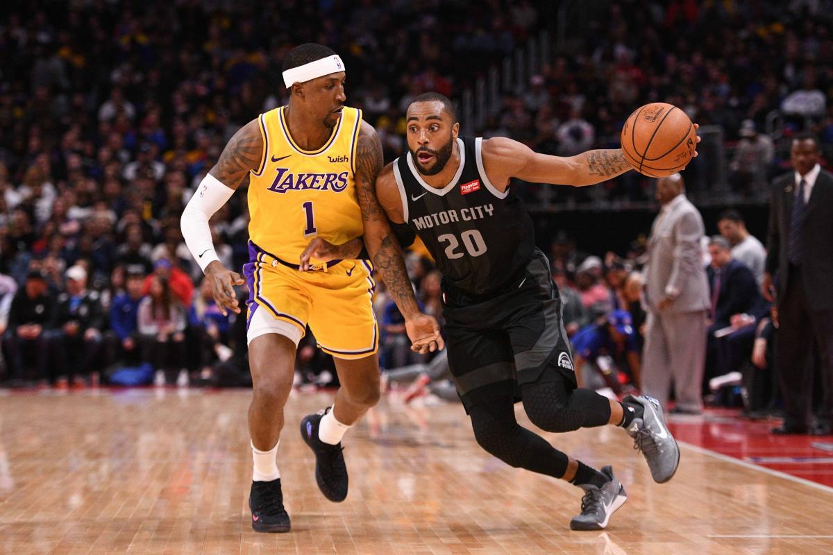 Пистонз обыграли Лейкерс в матче регулярного чемпионата НБА / Reuters