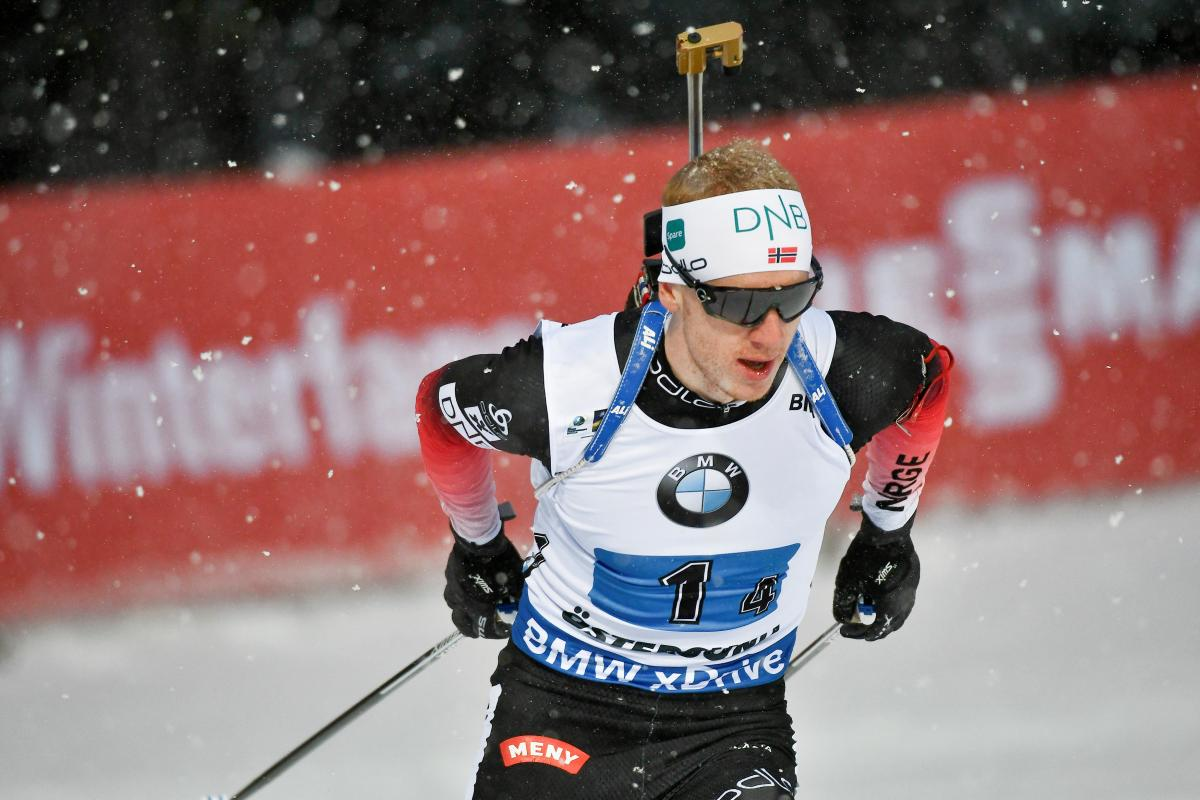 Йоханнес Бё принес сборной Норвегии очередную золотую медаль чемпионата мира по биатлону / Reuters