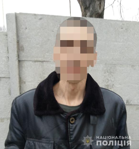 Зловмисник затриманийта знаходиться в ізоляторі тимчасового тримання / фото hk.npu.gov.ua